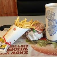 รูปภาพถ่ายที่ Burger King โดย Matu F. เมื่อ 8/2/2013
