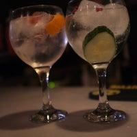 Foto tomada en Ultramarinos Hendrick's Bar por Jess el 10/10/2012