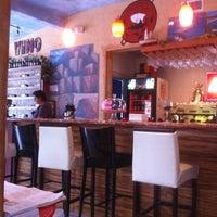 Foto scattata a Bacchus Coffee & Wine Bar da Subria L. il 10/15/2012