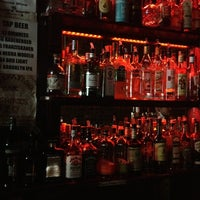 Foto tomada en International Bar por jenean c. el 6/23/2013