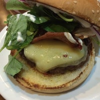 8/1/2014 tarihinde Tsuyami ..ziyaretçi tarafından Pit's Burger'de çekilen fotoğraf