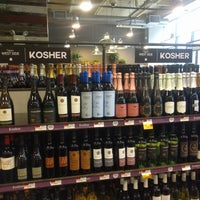 Foto scattata a Whole Foods Wine Store da Brief E. il 6/15/2018