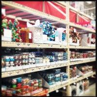 รูปภาพถ่ายที่ The Home Depot โดย Happy M. เมื่อ 10/9/2012