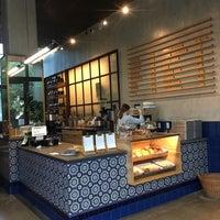 Foto diambil di Mañana Coffee & Juice oleh jon p. pada 8/16/2018