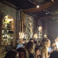 Foto tomada en Victoria Brown Bar por Jorge M. el 2/18/2014