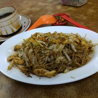 Снимок сделан в Kedai Kopi Tec Le 得利茶餐室 пользователем Andy S. 2/19/2016