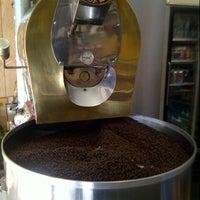 Foto scattata a Baruir's Coffee Store da TK . il 10/13/2012