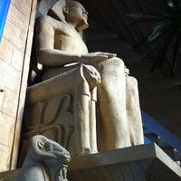 รูปภาพถ่ายที่ Luxor Hotel & Casino โดย Diane M. เมื่อ 1/20/2013