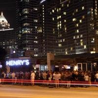 Foto scattata a Henry's Midtown Tavern da Henry's Midtown Tavern il 2/2/2015