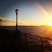 Photo prise au Battery Park City Esplanade par Julie H. le1/20/2013