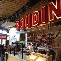 10/24/2012 tarihinde Abdul S.ziyaretçi tarafından Boudin Bakery Café Baker's Hall'de çekilen fotoğraf