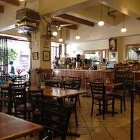 Foto tomada en Café de Carlo por Lorena R. el 12/7/2012
