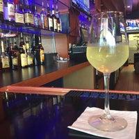 Foto scattata a Nick's Taverna da J C. il 7/19/2017
