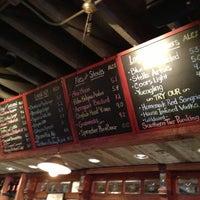 Photo prise au Dinosaur Bar-B-Que par Beau M. le10/14/2012
