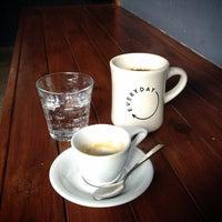 4/27/2013 tarihinde Damon G.ziyaretçi tarafından Everyday Coffee'de çekilen fotoğraf