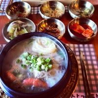 Foto tirada no(a) 고려삼계탕 Korean Ginseng Chicken Soup & Bibimbap por Dylan K. em 8/24/2013