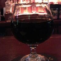 4/26/2013 tarihinde Santi T.ziyaretçi tarafından Fischman Liquors & Tavern'de çekilen fotoğraf