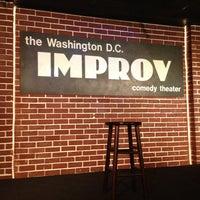 Photo prise au DC Improv Comedy Club par Jessica B. le3/3/2013
