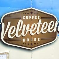 รูปภาพถ่ายที่ Velveteen Coffee House โดย Caroline N. เมื่อ 3/22/2013