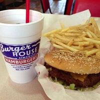 Das Foto wurde bei Burger House von Anton S. am 3/2/2013 aufgenommen