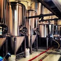 10/26/2013 tarihinde West C.ziyaretçi tarafından Wolf's Ridge Brewing'de çekilen fotoğraf