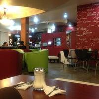 Foto tomada en Kofetárica Café por Ana C. el 2/1/2013