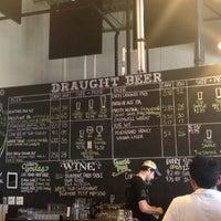 รูปภาพถ่ายที่ Lost Rhino Brewing Company โดย Adriana V. เมื่อ 4/27/2013