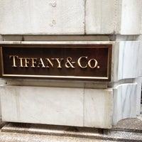 Foto scattata a Tiffany & Co. da Joshua M. il 4/15/2013