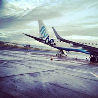 Foto tirada no(a) George Best Belfast City Airport (BHD) por Chris W. em 12/2/2012