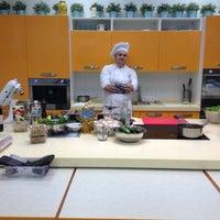 Foto diambil di Кулинарная студия Mandarin gourmet oleh iraira pada 10/30/2012