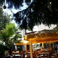 Das Foto wurde bei Limoon Café & Restaurant von PRENSES B. am 7/5/2013 aufgenommen