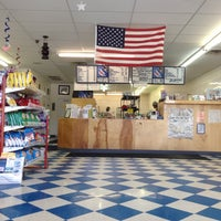 Foto tirada no(a) Oak Island Sub Shop & Salads por Daniel Y. em 7/15/2013