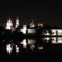 5/30/2013 tarihinde Rusl U.ziyaretçi tarafından Novodevichy Park'de çekilen fotoğraf