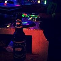 Das Foto wurde bei Freaki Tiki Bar von Travis F. am 9/9/2014 aufgenommen