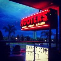Foto tomada en Hooters por Percival M. el 9/24/2012
