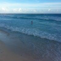 Das Foto wurde bei Forum Beach Club von Percival M. am 1/14/2013 aufgenommen