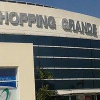 Foto tirada no(a) Shopping Grande Rio por Rodrigo B. em 4/26/2013