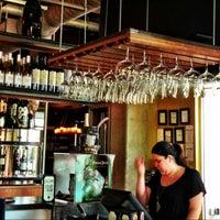 Foto tirada no(a) The Tasting Room por CRATEinteriors em 5/13/2013