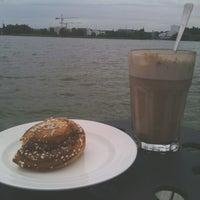 รูปภาพถ่ายที่ Kioskikahvila Tyyni โดย Onni B. เมื่อ 6/24/2013