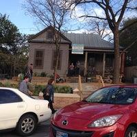 Das Foto wurde bei TOMS Austin von James U. am 3/15/2014 aufgenommen