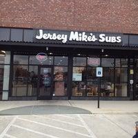 Foto tirada no(a) Jersey Mike's Subs por Tangela F. em 3/8/2014