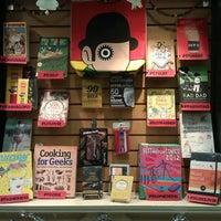 Photo prise au Concordia Co-op Bookstore par Larissa L. le12/18/2012
