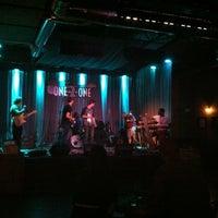 รูปภาพถ่ายที่ One-2-One Bar โดย Curtis L. เมื่อ 3/15/2013
