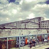 Das Foto wurde bei Baudenkmal Berliner Mauer von Antonio G. am 7/20/2013 aufgenommen