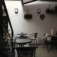 Das Foto wurde bei Petit Pain Patisserie von Saliha O. am 10/30/2012 aufgenommen