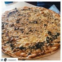 Photo prise au Calda Pizza par Calda B. le7/12/2015