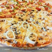 Photo prise au Calda Pizza par Calda B. le4/24/2015