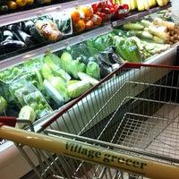 Снимок сделан в Village Grocer пользователем Yeh 😍⚽🏀🍻🍔🍱🍣😍 11/20/2012