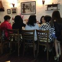 Photo prise au Die Stube German Bar & Resto par zin t. le2/16/2013
