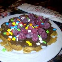 10/3/2012 tarihinde Tuğba P.ziyaretçi tarafından Waffle'cı Akın'de çekilen fotoğraf